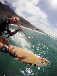 Kirsty kitesurfing with brace